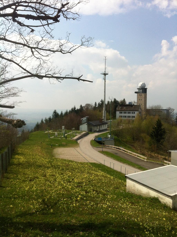 Das Observatorium des Deutschen Wetterdienstes und Wahrzeichen des Hohen Peißenberges ()
