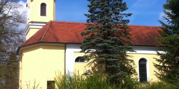 Im Weiler Nantesbuch erhebt sich die Maria Himmelfahrt Kirche.