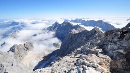 Münchner-Haus: Blick vom Gipfel hinunter ins Höllental