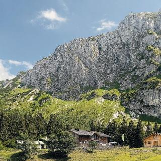 Tutzinger Hütte vor der Benedikten-Nordwand