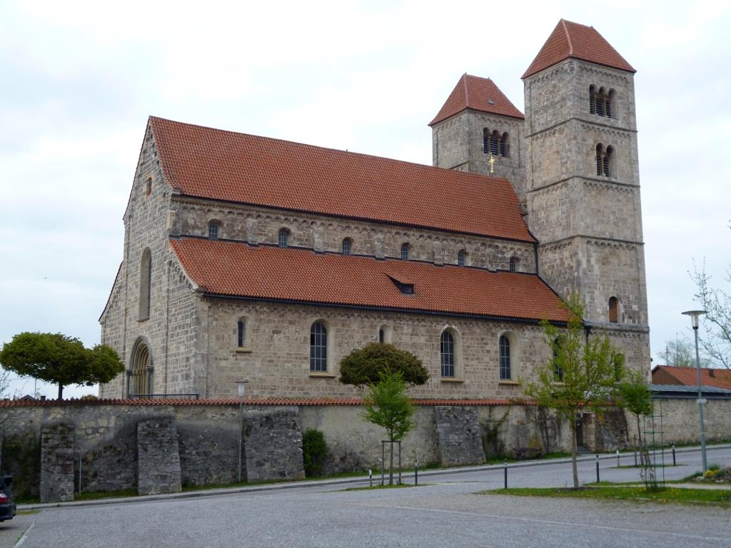 Die Romanische Basilika St. Michael in Altenstadt. (Monika Heindl)