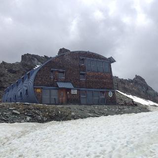 Die Stüdelhütte auf rund 2800 Meter