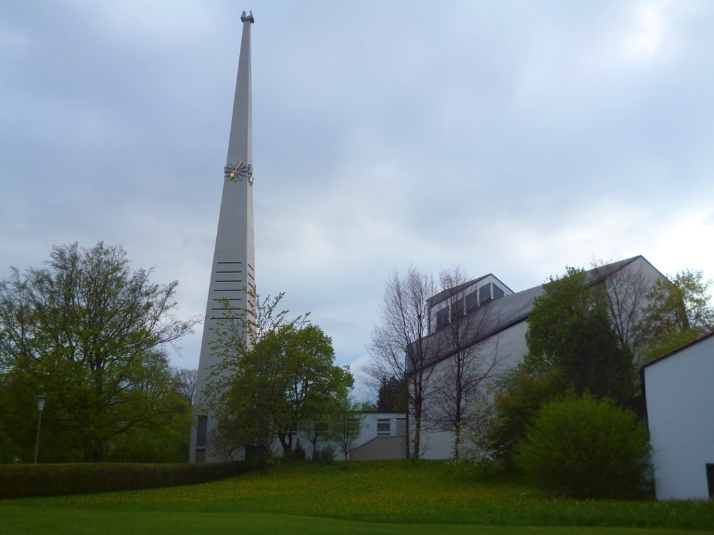 Die Schongauer Stadtpfarrkirche Verklärung Christi von der Rückseite. (Monika Heindl)