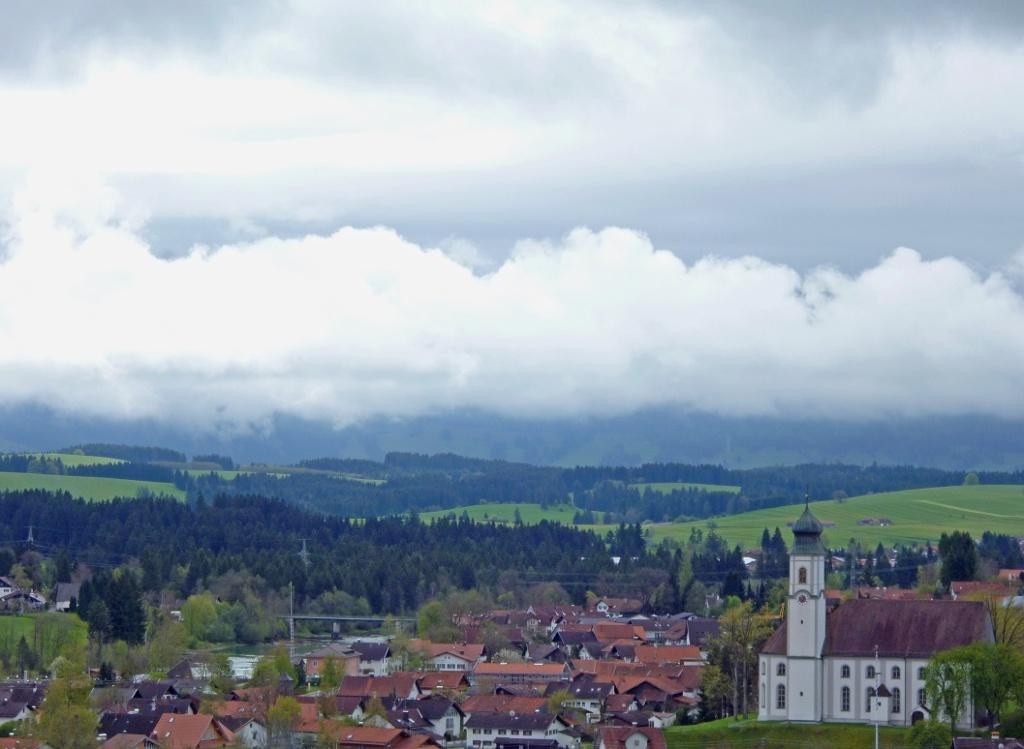 Herrlicher Blick auf Lechbruck und die Alpenkette von der Gsteig. (Monika Heindl)