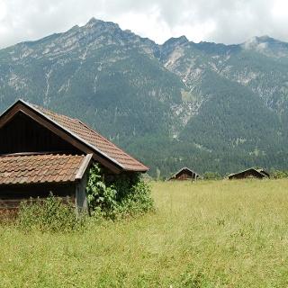Typische Scheunen bei Garmisch.