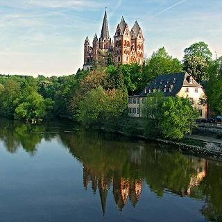 Beeindruckendes Zeugnis mittelalterlicher Baukunst - der Limburger Dom.
