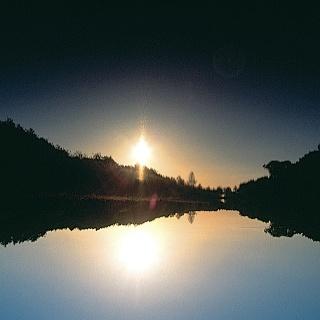 Nach der Wanderung genießen wir die schöne Abendstimmung am See.