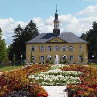 Salinengarten; Blick auf das Weinbrennergebäude der Ludwigsaline
