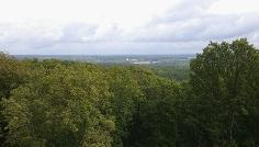 Die Aussicht vom Hohen Mechtin auf das umliegende flache Land.