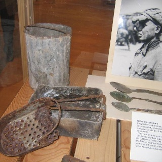 Ausstellungsstücke der Dokumentationsstätte Stalag 326