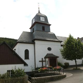 Kirchplatz Titmaringhausen