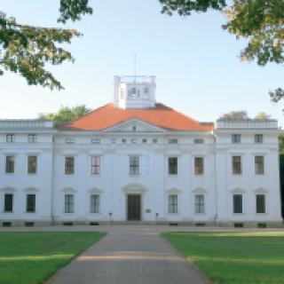 Eines der vielen Schlösser am Weg: Schloss Georgium.