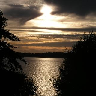 Das Hochufer ist ein idealer Aussichtspunkt für Sonnenuntergänge.