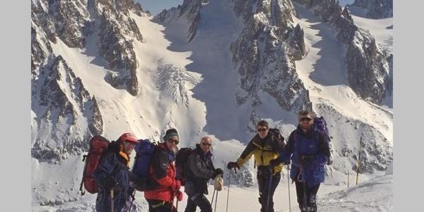 Start der Houte Route an den Aiguilles des Grands Montets mit dem Col du Chardonnet im Hintergrund.