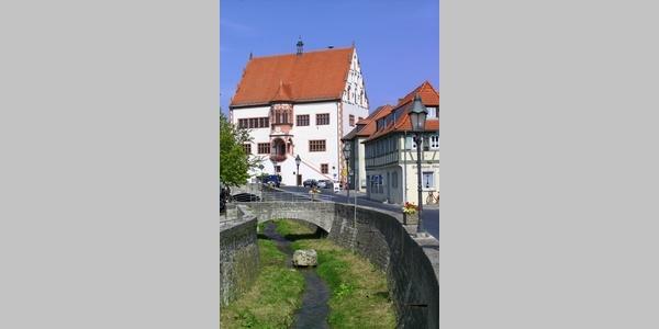 Das Rathaus von Dettelbach.