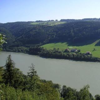 Das gegenüber liegende Ufer ist bereits Österreiches Staatsgebiet.