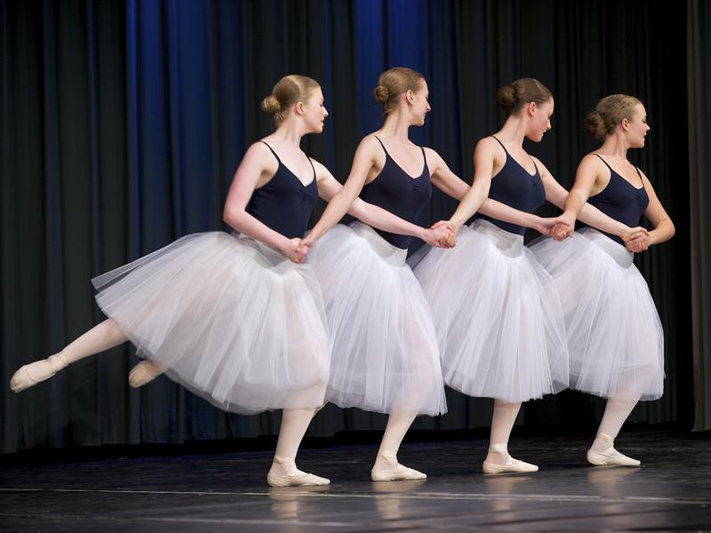 Der Lohn fleißigen trainierens ist ein Auftritt vor Publikum (Schulaufführung 2010)   - © Quelle: Tanz Zentrum Kirchberg/Jagst