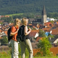 Wanderer auf Rundwanderung bei Bad Driburg / Teutoburger Wald