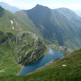Einfach atemberaubend schön: Der Große Seefeldsee mit der Fallmetzer Spitze im Hintergrund.