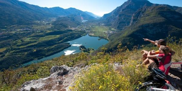 Ausblick über den Toblinosee und die Valle dei Laghi