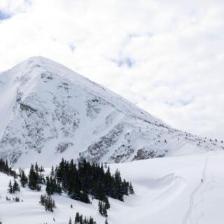 Bschiesser Gipfel mit Aufstiegsspur vom Wannenjoch