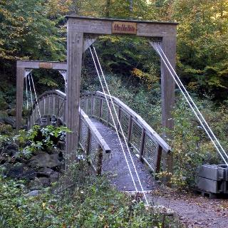 Die Arthur-Lohse-Brücke im Rabenauer Grund.
