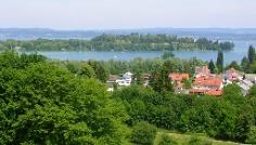 Radwege mit phänomenaler Sicht locken zahlreiche Besucher jährlich an den See.