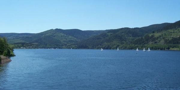 Blick auf den Innerstestausee und die Halbinsel Berghof.