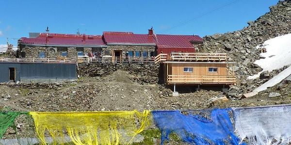 """Glungezerhütte mit der neuen Schlafhütte """"TuXer"""""""