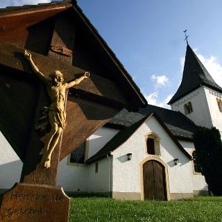 Die ältesten Teile der Nunkirche bei Sargenroth sind um die 1000 Jahre alt.