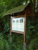 Foto Am Wiesenpfad nach Altstadt befindet sich eine Informationstafel zu heimischen Vögeln