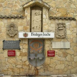 Am Weinbrunnen können sich durstige Pilger laben.