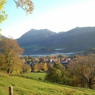 Blick von den Hängen des Schliersbergs auf Schliersee
