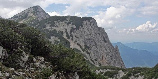 Blick in den Rottalsattel, im Hintergrund der Sengsengebirgshöhenweg auf den Rohrauer Größtenberg