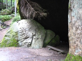 Foto Dachshöhle auf dem Weg zur Bootsanlegestelle