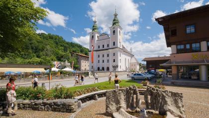 Brixen im Thale ist der Fokus unserer Wanderung, hier sehen wir das Ortszentrum mit der Pfarrkirche.