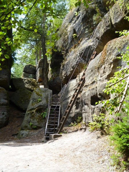 Foto Über Leitern durch das Felsenlabyrinth