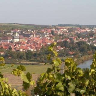 Dettelbach vom Weinberg aus gesehen.