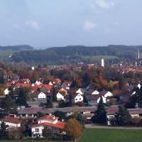 """Vom Aussichtspunkt """"Berger Höhe"""" können wir über Wangen blicken."""