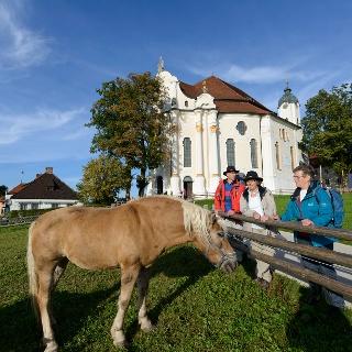 An der Wieskirche vorbei geht es weiter nach Steingaden