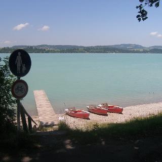 Bei Waltenhofen blicken wir auf das östliche Ufer des Forggensees.