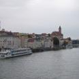 Blick auf die Passau - unter anderem die Schiffsanlegestellen.