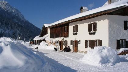 Die winterliche Esterbergalm.