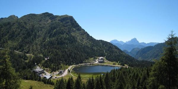 Der Auernig mit dem Bergsee am Naßfeld