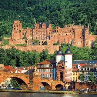 Das altehrwürdige Schloss thront über der Heidelberger Altstadt.