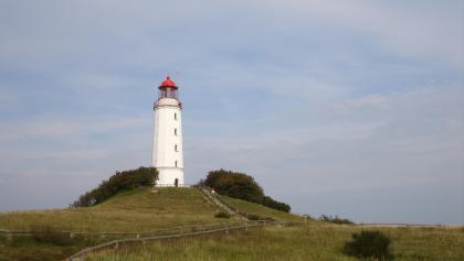 Im Jahre 1888 wurde das bedeutenste Wahrzeichen der Insel, der Leuchtturm, auf dem höchsten Hügel Hiddensees, dem Schluckswiekberg, erbaut.