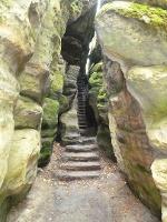 Foto Treppenstufen durch die Felsenwelt des Pfaffenstein