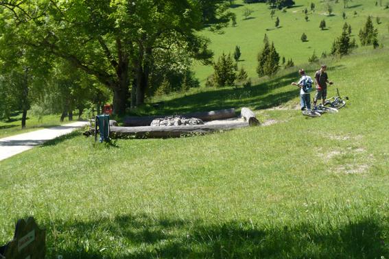 Der Grillplatz in der Nähe des Lochsteins.