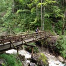 Über eine Brücke