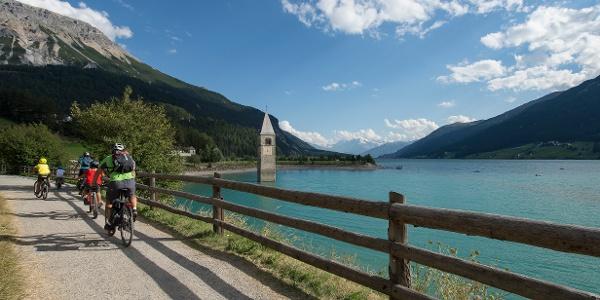 Kirchturm von Alt-Graun im Reschensee